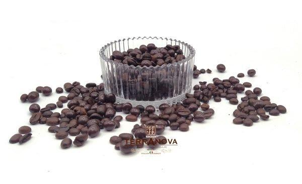 Praline di chicchi di caffè ricoperti di cioccolato fondente