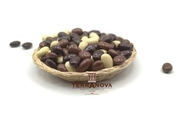 Praline di mandorle ricoperte da cioccolato bianco fondente e al latte terranova dragèe